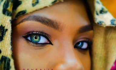 More photos of girl with multi-coloured eyes emerge
